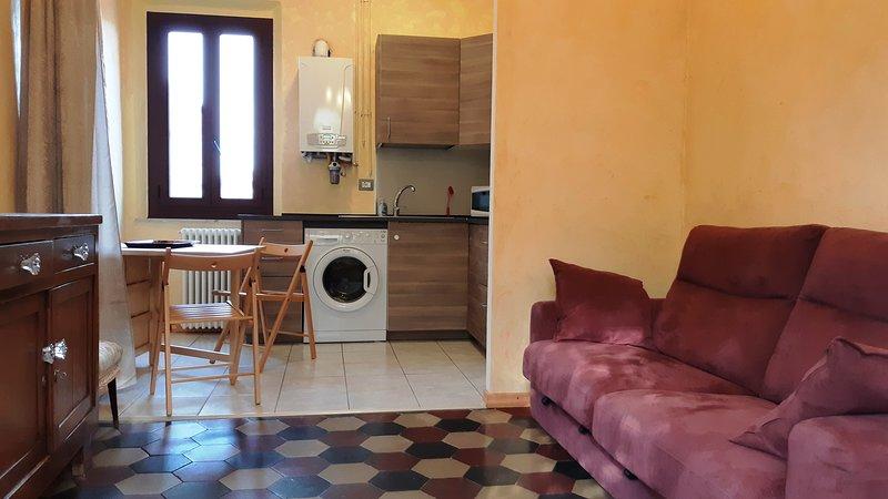 Tranquillo bilocale nel cuore di Parma, vacation rental in Parma