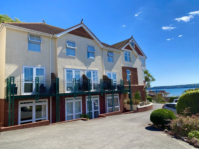 4 Braeside Mews - a few minutes walk to the beach., holiday rental in Paignton