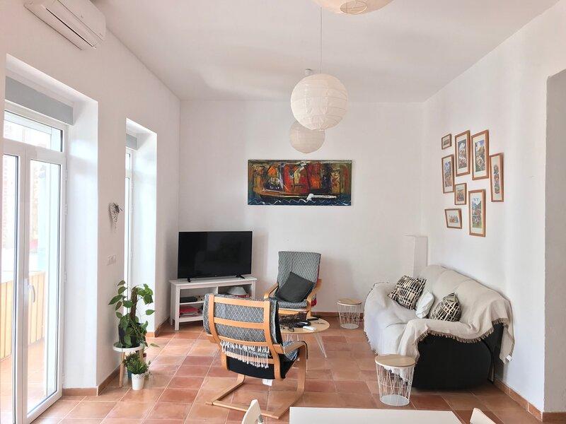 Helle Ferienwohnung auf 125 QM im Zentrum von Alicante, aluguéis de temporada em Callosa de Segura