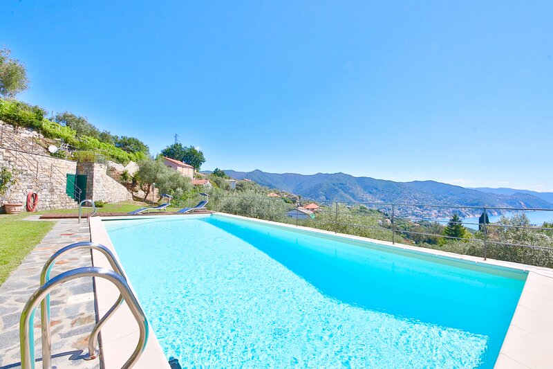 VILLA GELSOMINO by KlabHouse 3BR w/ Pool Garden and Seaview, holiday rental in Rapallo