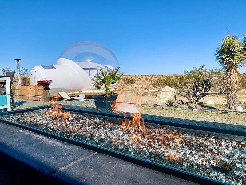 * Marbella Lane - Joshua Tree Modern Stargazing Bubble-tent + RV + House, holiday rental in Joshua Tree