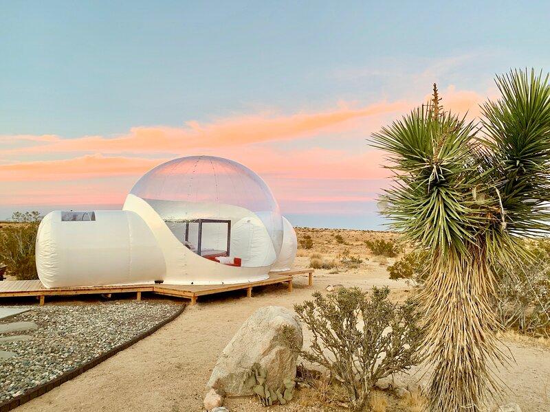 * Marbella Lane - Joshua Tree Modern Stargazing Bubble-tent & House, holiday rental in Joshua Tree