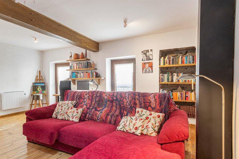Nice house with balcony & Wifi, holiday rental in Ripoll