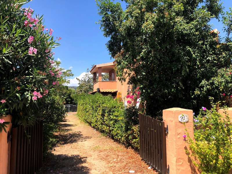 ST5 - Sunset House - by PuntoCasaBudoni - La Cinta beach walking distance, vacation rental in Suaredda-Traversa