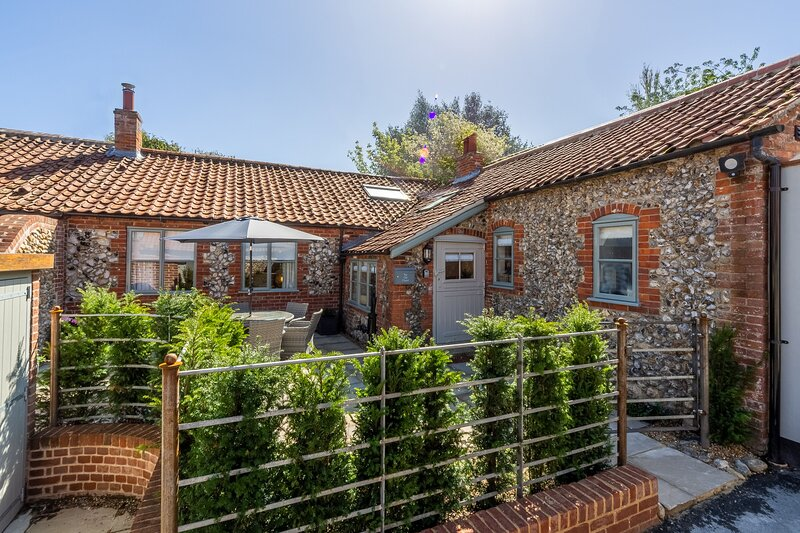The Old Chapel (W), holiday rental in Walsingham