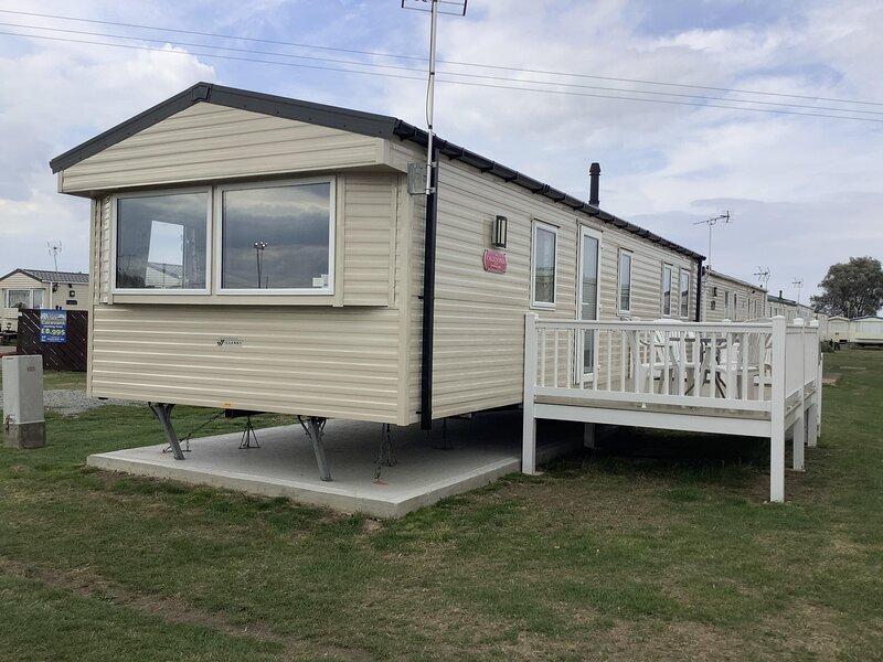 8 berth diamond rated caravan for hire at St Osyth's Park ref 28076GC, location de vacances à Little Clacton
