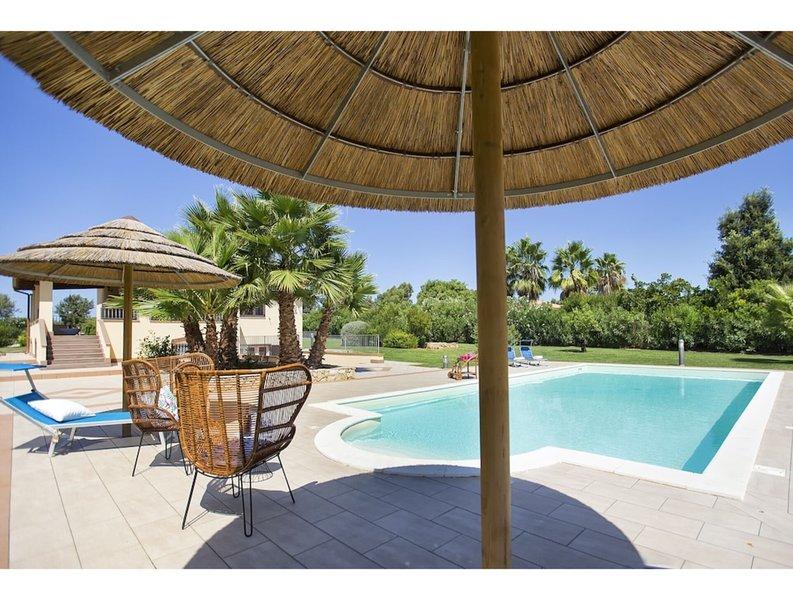 Alghero, Villa Serena with swimming pool for 810 people, holiday rental in Olmedo
