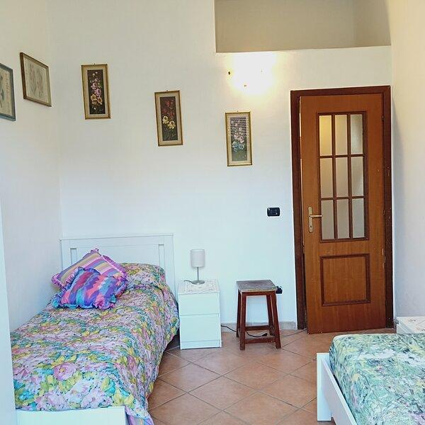 Beautiful apartment with balcony, alquiler vacacional en Sciolze