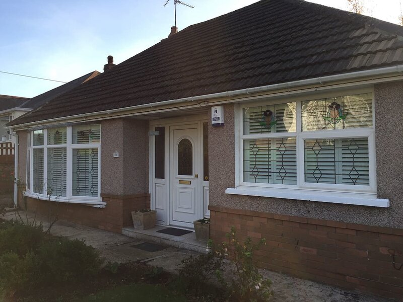 Lovely 2-Bed House in Newport, holiday rental in Newport