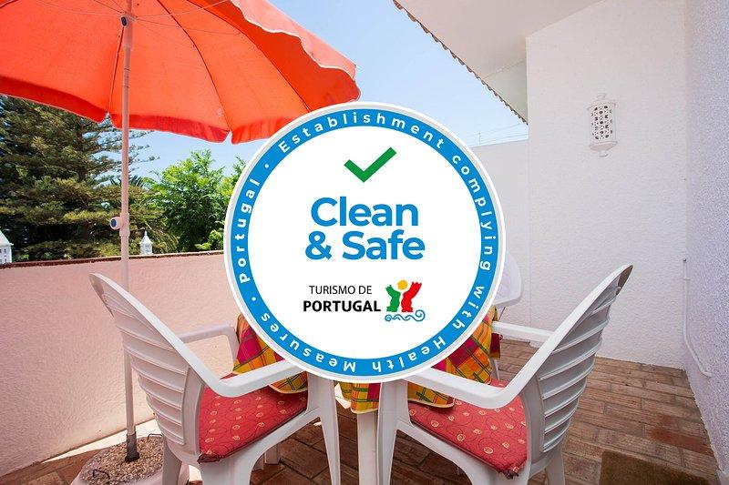 Casa da Praia - 3 minute walk to the beach, holiday rental in Bensafrim