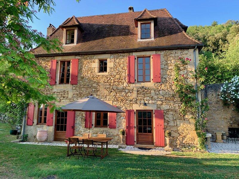 Les Volets Rouges - Evadez vous!, vacation rental in Saint-Vincent-de-Cosse
