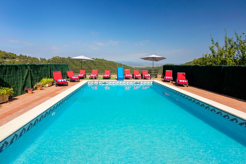 14/18 Sleeps Private Pool Villa near Barcelona, vacation rental in El Bruc