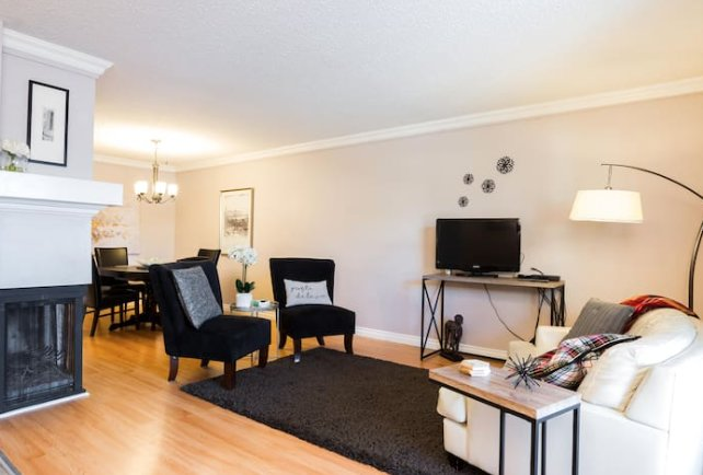 Close to West Edmonton Mall, Ferienwohnung in Edmonton