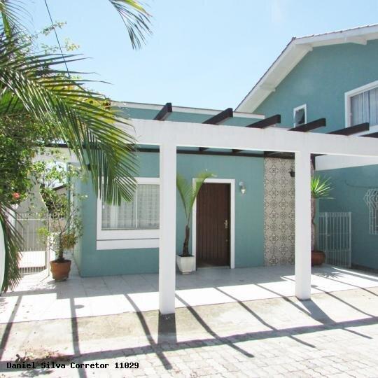Casa de 2 dormitórios com 2 banheiros para ate 7 pessoas, 150 metros da Praia, vacation rental in Santinho