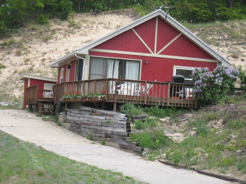 Panoramic Lake Michigan view and easy access to a beautiful and walkable beach.., aluguéis de temporada em Rothbury