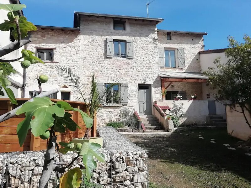 studio indépendant option jacuzzI, holiday rental in Saint-Martin-du-Mont