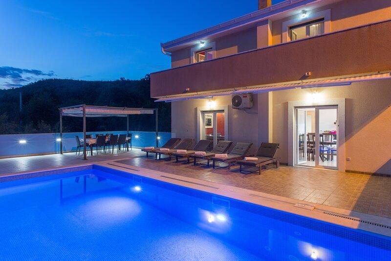 Villa Tomic - Four-Bedroom Villa with Private Pool, holiday rental in Ugljane