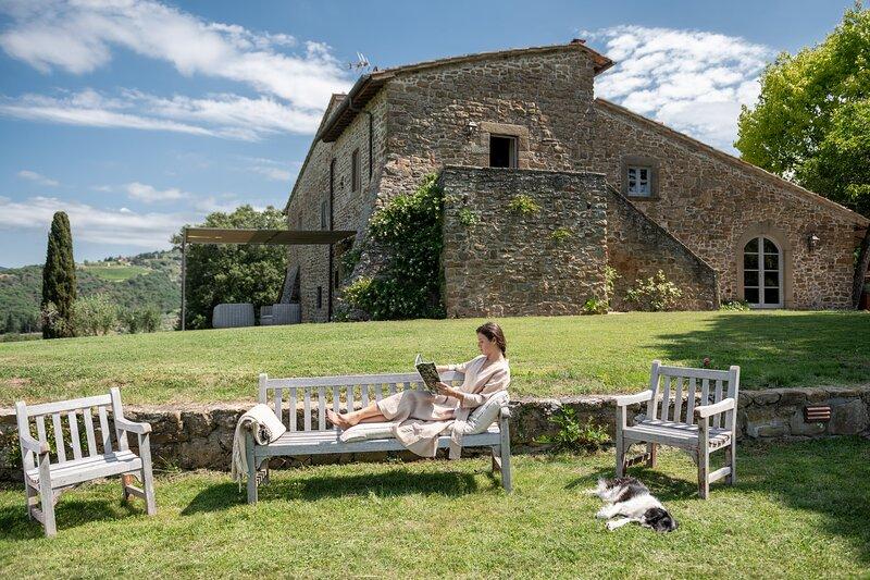 Villa Prenzano, luxury villa, private pool, breathtaking views, sleeps 13., casa vacanza a Casole