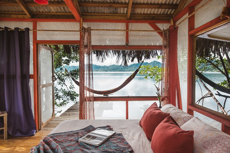 Snoozy Sloth Cabin on bioluminescent bay, alquiler de vacaciones en Isla San Cristobal