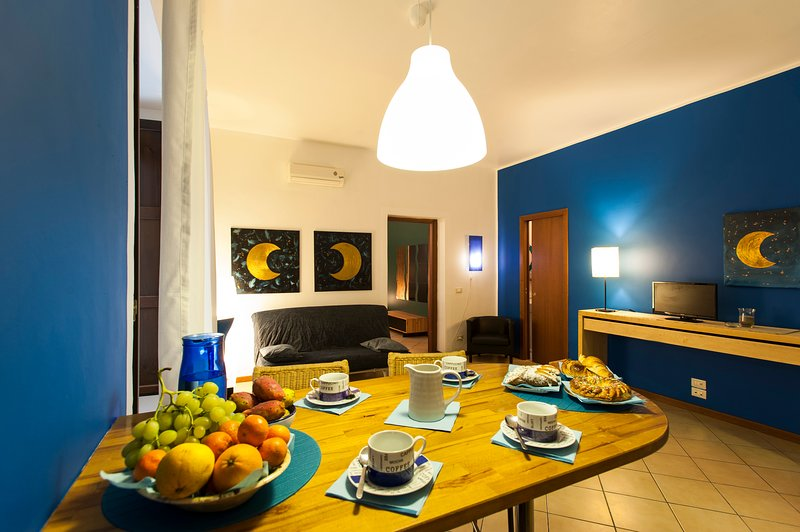 Nice house with balcony & Wifi, holiday rental in San Nicola l'Arena
