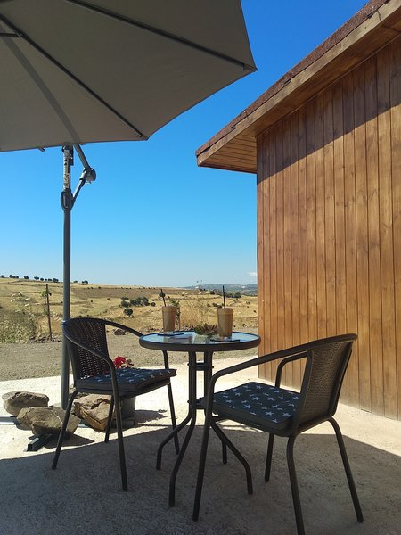 Spiti sto lofo eco wooden house with spectacular views, vacation rental in Stroumbi