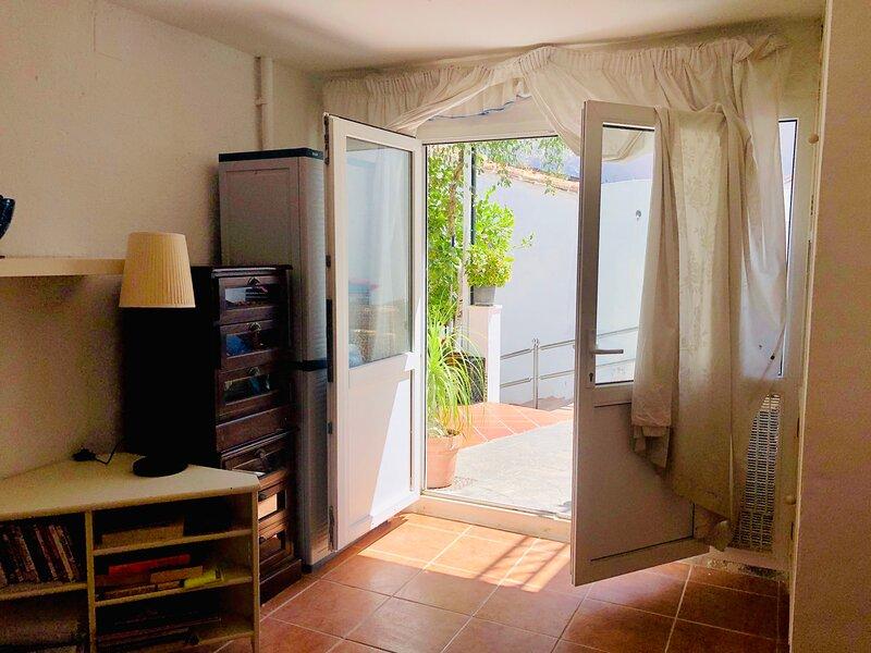 Charming 3-Bed House in Guaro, Málaga, alquiler de vacaciones en Tolox