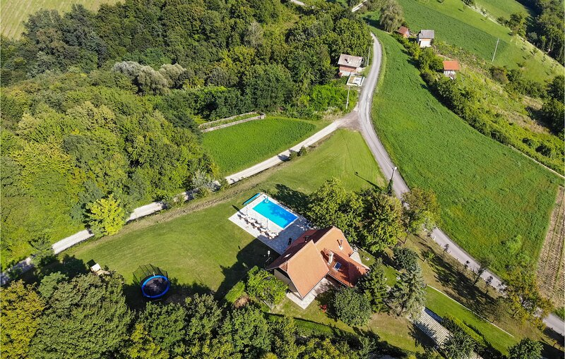 Stunning home in Bedenica with Outdoor swimming pool, Heated swimming pool and 3, alquiler vacacional en Zagreb County