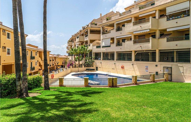 Stunning apartment in Benalmadena Costa with Outdoor swimming pool and 2 Bedroom, vakantiewoning in Torrequebrada