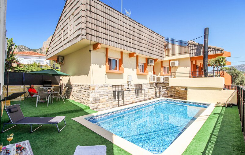 Stunning home in **** la Marina Licante with Outdoor swimming pool, WiFi and 2 B, vacation rental in Polop