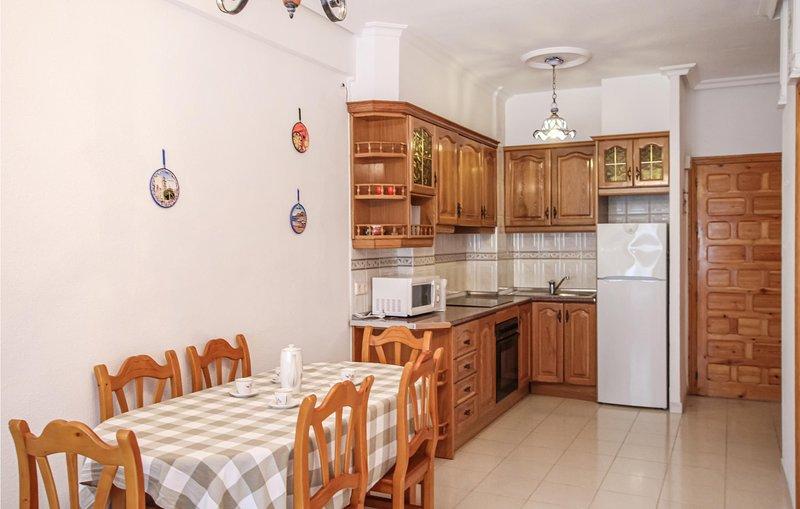 Nice apartment in Orihuela Costa with WiFi and 2 Bedrooms (EBI313), alquiler vacacional en Playa Flamenca