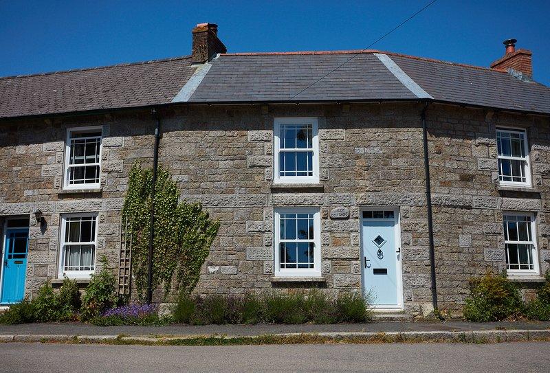 July Cottage, location de vacances à Constantine