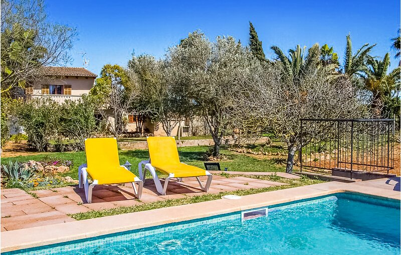 Awesome home in Campos with Outdoor swimming pool, WiFi and 4 Bedrooms (EMA700), vacation rental in Campos
