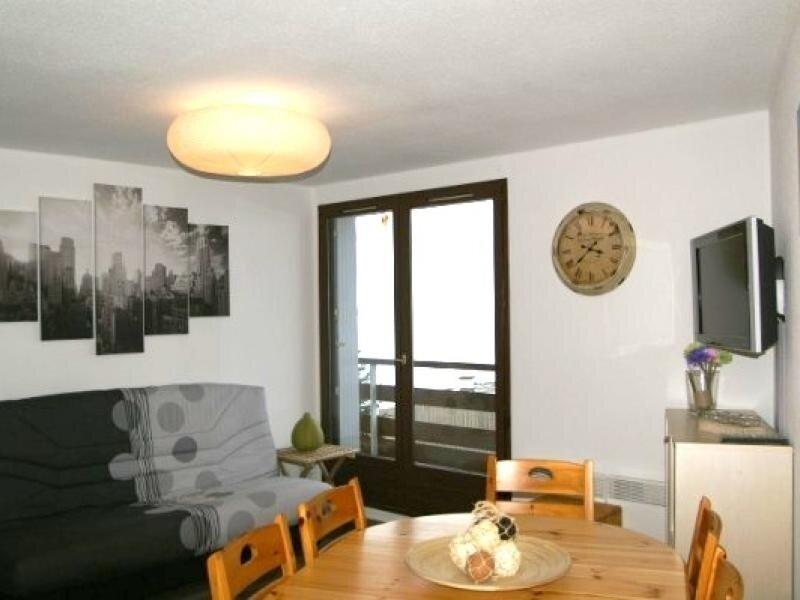 2 pièces cabine au pied des pistes résidence Cabris, vakantiewoning in Villard-Bonnot