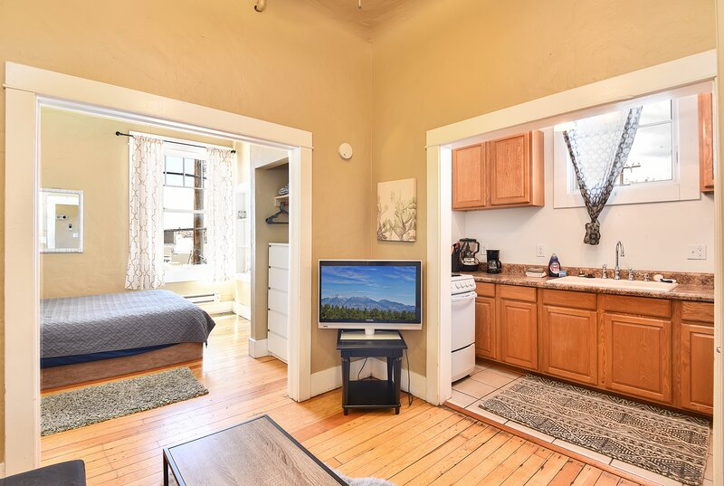 Aspen Apartments #301, Historic Downtown, holiday rental in Flagstaff