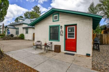 Music Studio, Historic Downtown, Sleeps 3, holiday rental in Flagstaff