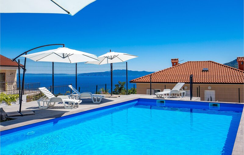 Amazing apartment in Icici with Outdoor swimming pool, WiFi and 2 Bedrooms (CKU1, holiday rental in Veprinac
