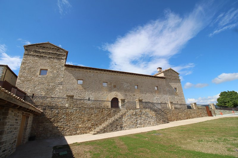 Palacio para grandes familias y grupos, holiday rental in Lizaso