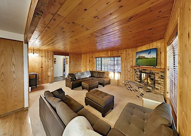 Huge & Secluded Retreat: Game Room, Dual Living Areas - Near Skiing & Lakes, vacation rental in Running Springs
