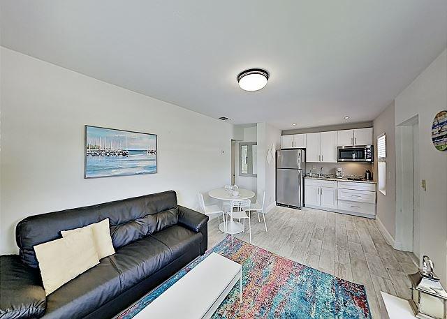 Chic Deerfield Beach Retreat with Private Yard - Walk to Beach & Eateries!, holiday rental in Hillsboro Beach