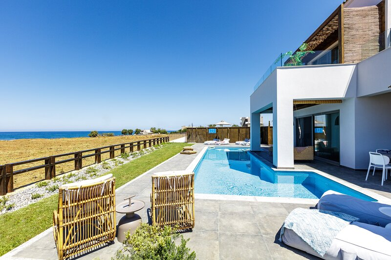 Feyre Boutique Mansion - walking distance to the beach, 50m2 pool & hot tub!, vacation rental in Stavromenos Rethymnis