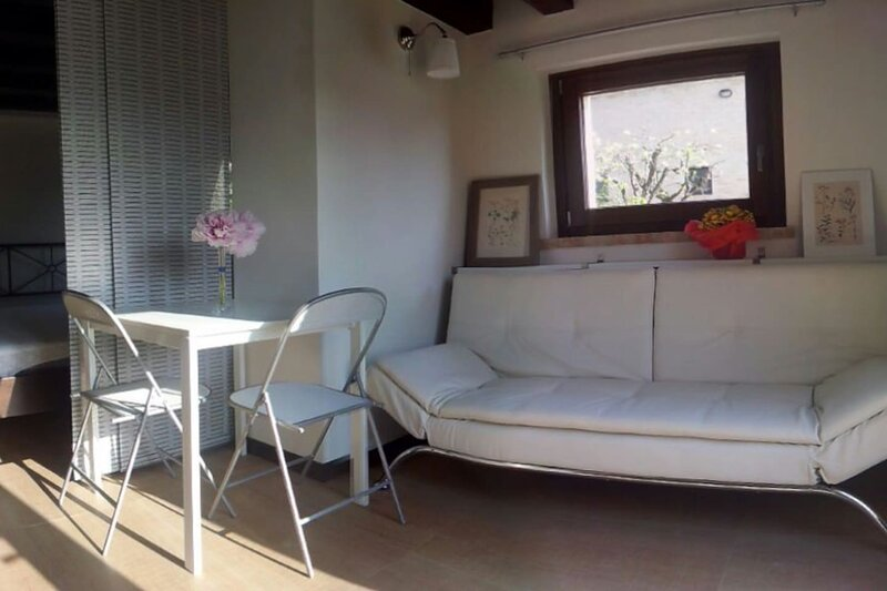 Amazing studio with shared pool, holiday rental in Montedinove