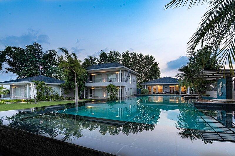 Baag E Fursat by Vista Rooms, holiday rental in Chandigarh