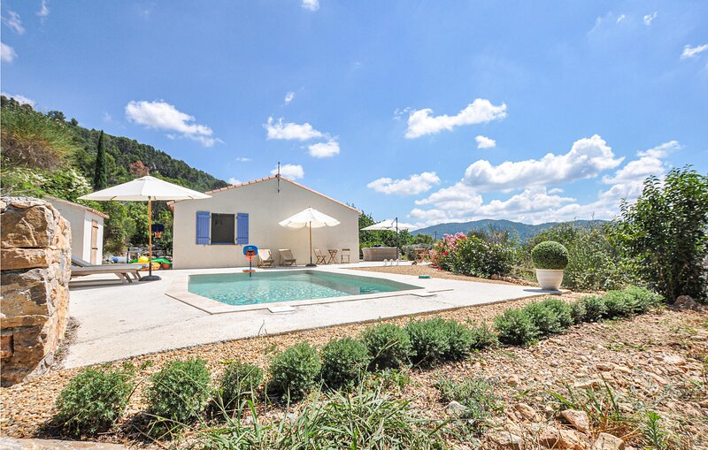 Amazing home in Bargemon with Outdoor swimming pool, Outdoor swimming pool and 3, location de vacances à Bargemon