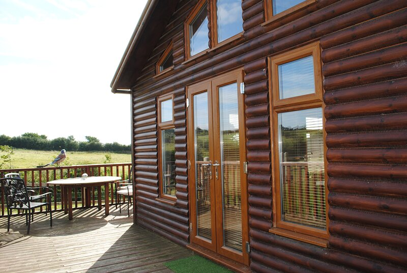 The Sherwood Log Cabin at Fairview Farm Holiday Accommodation in Nottingham, location de vacances à Newstead