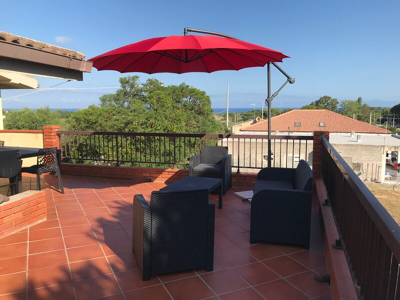 Family house at 800 meters from the beach, location de vacances à Sassari