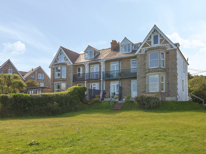 Apartment, St Gwithian, Carbis Bay, vacation rental in Carbis Bay