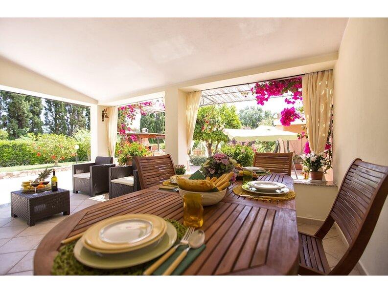 Alghero, Villa Galatea per 8 persone con ampio giardino, Ferienwohnung in Fertilia