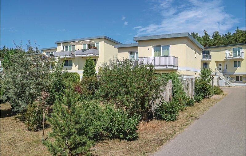 Stunning apartment in Graal-Müritz with WiFi and 1 Bedrooms (DMK698), holiday rental in Klockenhagen