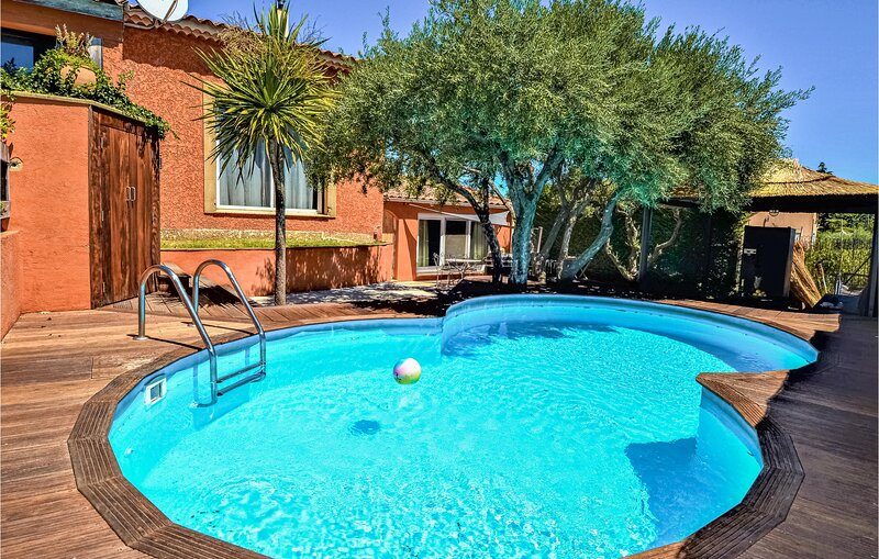 Nice home in Saint-Génies-de-Comola with Outdoor swimming pool, Outdoor swimmin, vacation rental in Roquemaure