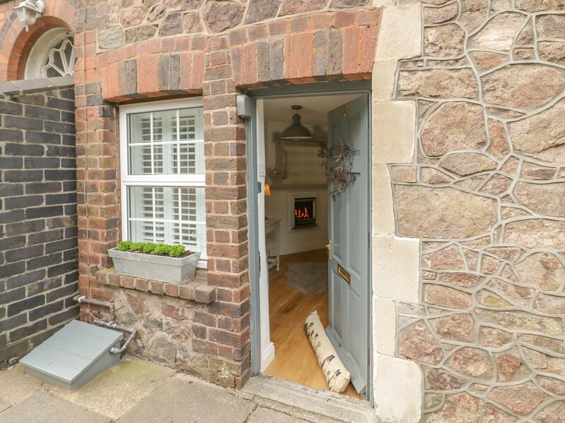 The Nest, Malvern, holiday rental in Cradley